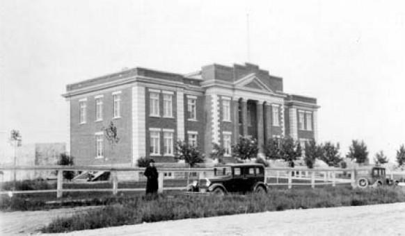 Le palais de justice à Amos en 1926. SHA – Coll. SHA