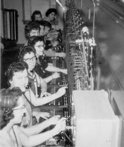 Opératrices de téléphone, vers 1950 à Amos. SHA - Fonds Gaston Rouleau
