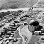 La 1re Avenue Ouest en 1925. On y voit également le site de l'église. SHA – Fonds Société historique d'Amos