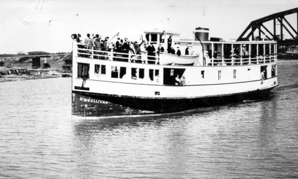 Le «Sullivan» assure la liaison entre Amos et la région minière de Val-d'Or au milieu des années 1930. SHA – Fonds Pierre Trudelle