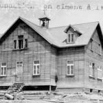 La chapelle-école d'Amos en 1920. SHA – Fonds Pierre Trudelle