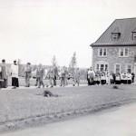 Procession de la Fête-Dieu devant l'évêché d'Amos en 1950. SHA – Fonds Studio Morasse / H. Dudemaine