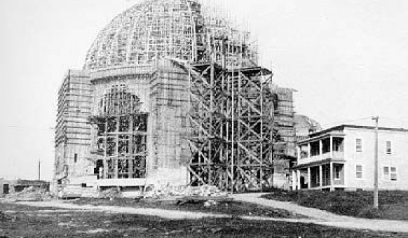 La cathédrale en construction en 1922. SHA – Fonds Studio Morasse / H. Dudemaine