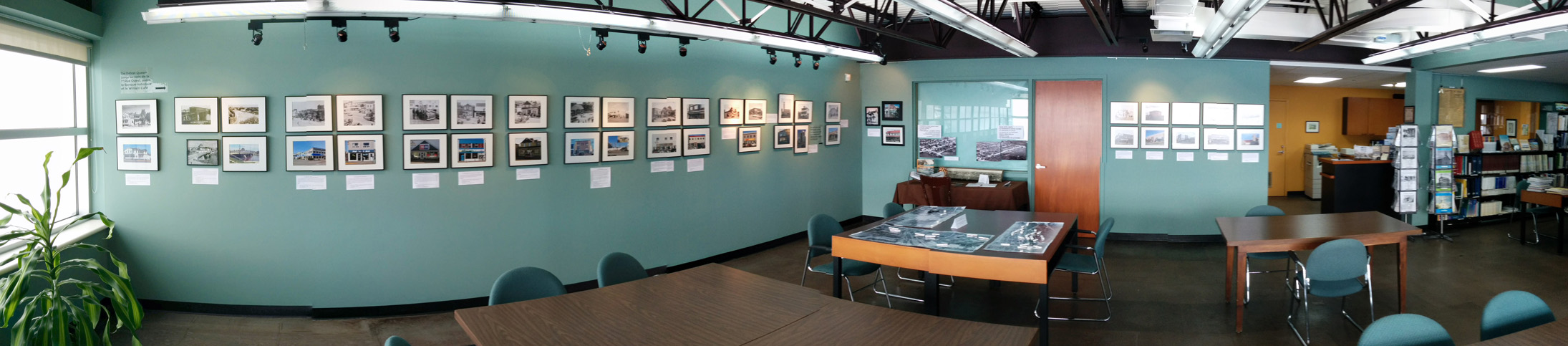Panoramique du Centre d'archives avec l'exposition Nuances et contrastes, prise 2!