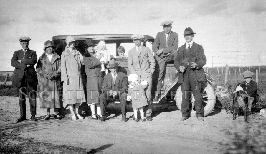 La famille Robitaille en Abitibi vers 1930. SHA – Fonds Bernard Cossette