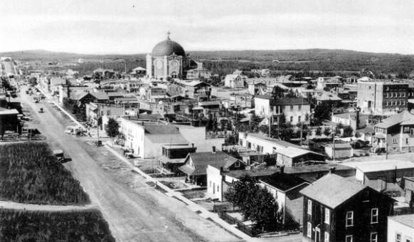 La 1re Avenue Est en 1936.  SHA – Fonds Société historique d'Amos