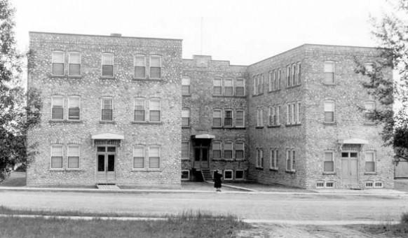 Le Collège d'Amos en 1943, situé à l'emplacement de l'actuel Centre Goyette-Ruel.  SHA – Fonds Société historique d'Amos