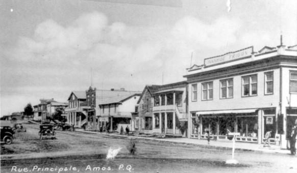 La rue Principale Nord en 1930.  SHA – Coll. Société d'histoire d'Amos
