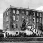 L'école Ste-Thérèse dans les années 1930. SHA - Fonds Paul-Édouard Lavoie
