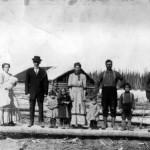 Régis Chalifoux, Mme P. Ipperciel, Prosper Ipperciel, Aline, Rose, Albertine, Ivanhoë, Ernest et Armand Trucotte, Ferdinand Lafleur à Amos en 1911. SHA - Fonds Pierre Trudelle
